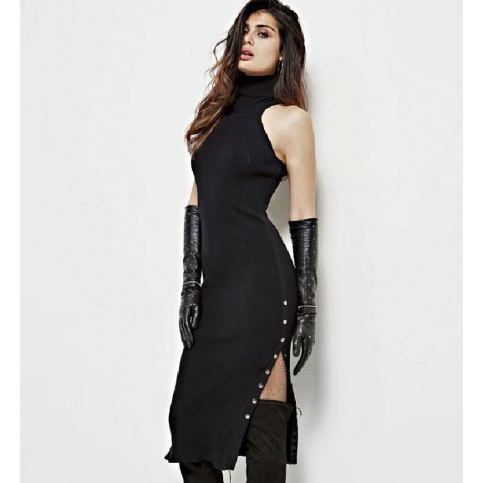Robes noires et coupe slim...