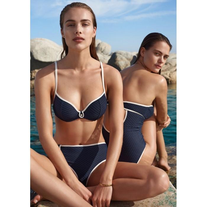 Bikinis azules, bikini azul...