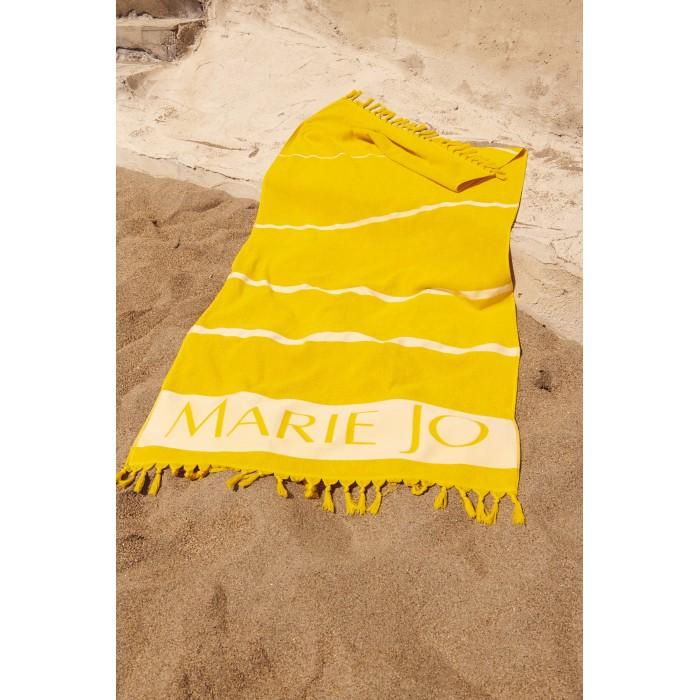 Toalla de playa Guess. Amarillo y blanco a rayas. Marinera amarilla a la vista