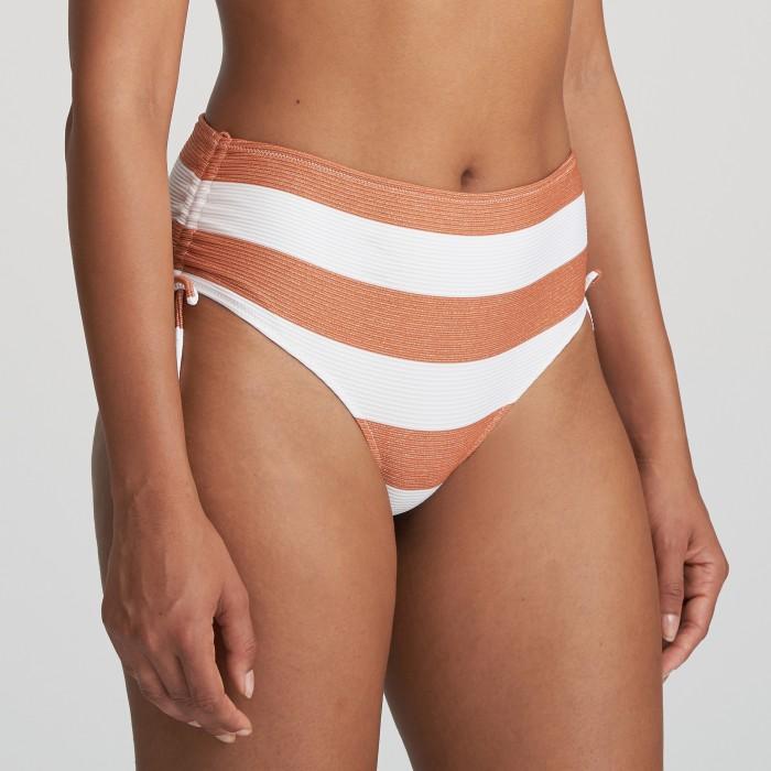 Bikini blanco braga alta a rayas Fernanda cooper, braga alta de bikini a lazos blanca Verano 2021