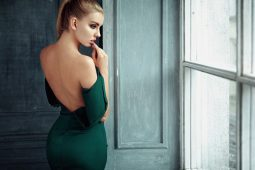 Tricks to wear dresses and tops with open back